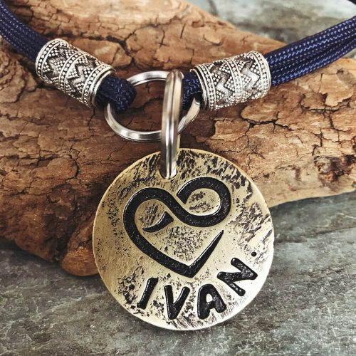Заказать медальон для собаки IVAN с именем и телефоном